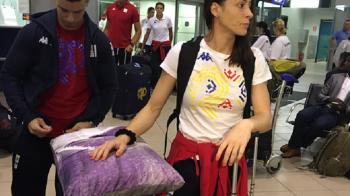 Imaginea zilei: Catalina Ponor a plecat la Rio cu perna de acasa :) Loturile de canotaj si gimnastica au plecat la Jocurile Olimpice