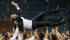 """Cine iese """"Antrenorul Anului""""? Italienii au aflat cine sunt cei doi favoriti sa castige trofeul. Cum arata lista"""