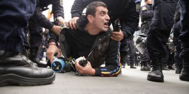 Cine este George Simion, liderul marsului pentru unirea cu Basarabia, saltat de jandarmi pentru violente