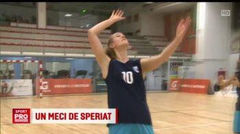 """""""Mult mai greu decat cu mingea!"""" Campioanele de la CSM Bucuresti au inlocuit mingea de volei cu un dovleac! VIDEO"""