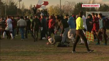 Scene INCREDIBILE la meciul RAPID vs. RAPID din liga a 5-a! Suporterii au intrat pe teren si jucatorii i-au luat la BATAIE