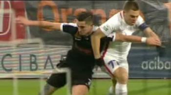 GAFA INCREDIBILA a lui Steliano Filip, stelistii au cerut al doilea penalty! Momentul in care l-a trantit pe Popa in careu | Dinamovistii au cerut HENT IN CAREU la Tamas. Vezi imaginile