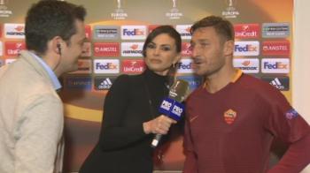 Imagini senzationale IN DIRECT la Sport.ro: Ramona Badescu a luat microfonul si l-a intervievat pe Totti, apoi a fugit dupa el :) Ce a spus legenda Romei despre Astra