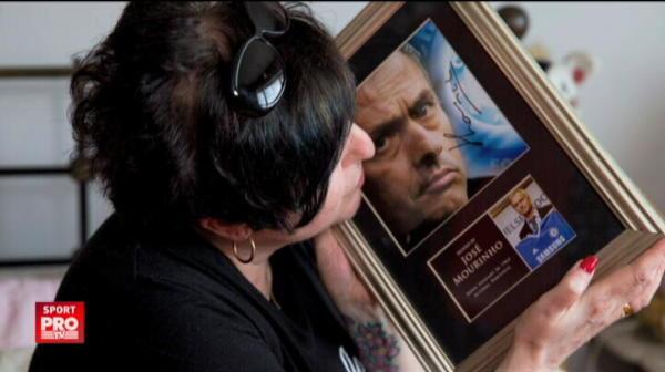 O englezoaica si-a transformat casa intr-un muzeu dedicat lui Mourinho. Din pasiune pentru portughez, si-a tatuat si chipul lui, din banii sotului. VIDEO