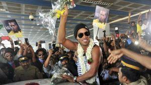 Luxul fabulos cu care vor sa-l atraga pe Ronaldinho! Luni ar putea SEMNA CONTRACTUL cu care revine in fotbal