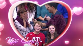 A scos inelul si si-a cerut iubita in casatorie la un meci din NBA! E incredibil ce a urmat dupa! VIDEO