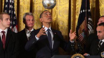 Surpriza URIASA pentru Obama! A fost invitat la un meci din Bundesliga. Mesajul distribuit azi de mii de oameni