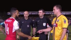 Cine e AMATORUL? Gafa uriasa a lui Theo Walcott inaintea meciului cu o echipa de amatori din Cupa. VIDEO
