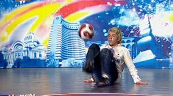 Il mai stii pe pustiul care a facut spectacol cu jongleriile sale in primul sezon Romanii au talent? La 7 ani distanta, a revenit la preselectii