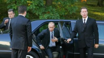 """Cum arata LIMUZINA lui Vladimir Putin. Masina cu care Rusia UIMESTE Occidentul: """"Costa 54 de milioane de dolari"""""""