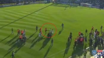 UPDATE: Suporterii au intrat din nou in teren sa ii bata pe jucatorii lui Lyon, jocul a fost ANULAT! Momentul in care un steward loveste un jucator VIDEO