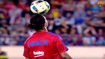 MAGIA nu se uita! Toate fazele lui Ronaldinho din El Clasico al legendelor! A lasat pe toata lumea masca inca de la incalzire
