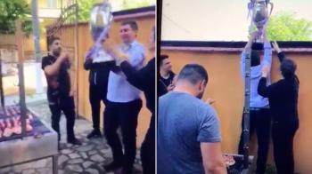 CUPA MANELELOR! Imagini INCREDIBILE! Petrecere cu lautari, mici si trofeul Cupei pe gard, LIVE pe Facebook