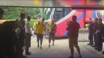 Surpriza pentru stelisti la sosirea in Olanda! Cum au fost intampinati la hotel. VIDEO