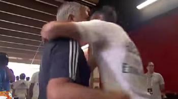 Gluma sau un mega transfer? Mourinho i-a propus lui Bale sa vina la Man United! VIDEO: Dialogul surprinzator, surprins de camere