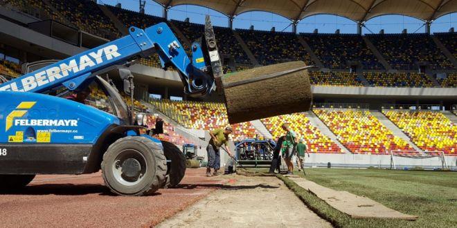 Gazonul, motiv de panica pe National Arena: suprafata de joc NU arata ok, muncitorii  repara  cu nisip