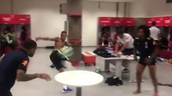 Spectacol TOTAL cu jucatorii Braziliei in vestiar! Ce a facut Neymar alaturi de colegi