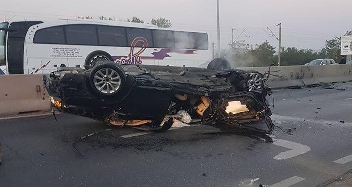 BMW-ul a zburat peste parapeti si a ajuns pe contrasens. Imagini cu puternic impact emotional