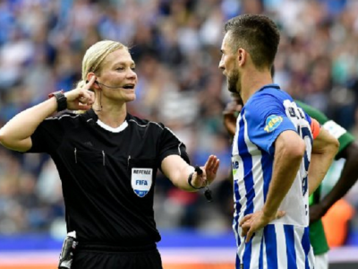 Moment istoric in fotbalul mare: prima femeie care arbitreaza un meci in Bundesliga! E politista de meserie
