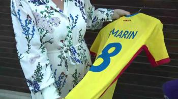 Mama lui Razvan Marin a scos la licitatie tricoul nationalei! Banii ajung la Fundatia Nesu. VIDEO