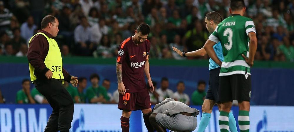 Moment incredibil la Sporting - Barcelona! Un suporter a intrat pe teren si s-a dus direct la Messi! Ce a facut apoi