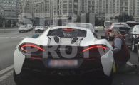 Denis Alibec, abordat in bolidul McLaren de 170.000 euro! Cati bani i-a dat unui cersetor la semafor