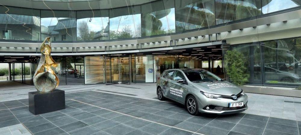 Toyota Auris Hybrid, Rudolf cine?