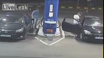 'INSTANT KARMA' Ce a patit un bulgar care si-a aprins tigara in timp ce alimenta la benzinarie. VIDEO