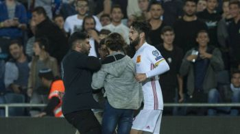 Momente de panica la Israel - Spania! Un spectator cu cutit a intrat pe teren si s-a apropiat de Isco! VIDEO