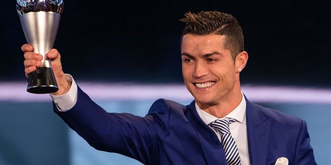 Poza de 1 milion de LIKE-uri! Cei mai noi 3 membri din familia Ronaldo, intr-o imagine de toti banii! FOTO