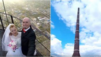 """Cea mai """"nebuna"""" nunta din Romania! Doi tineri s-au urcat pe cel mai inalt turn din tara, la 351 de metri deasupra pamantului, si si-au jurat iubire vesnica"""