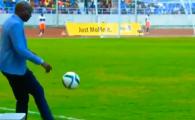 EPIC FAIL! Selectionerul Zambiei a preluat pe piept, a jonglat, apoi a urmat DEZASTRUL! VIDEO