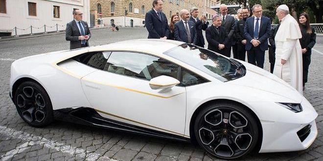 Papa Francisc a primit cadou un Lamborghini Huracan de 200.000 de euro! Ce a facut cand a vazut masina