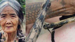 Oameni din toate colturile lumii vor sa fie tatuati de aceasta batrana de 100 de ani. Cum arata desenele corporale pe care le realizeaza