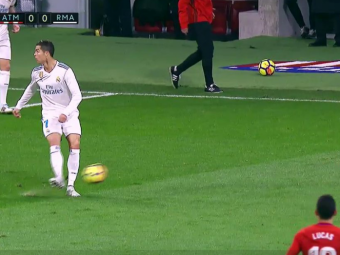 Ronaldo a incercat un  no look pass  si a starnit valva pe internet! Ironiile rivalilor:  Ronaldinho plange cand te vede