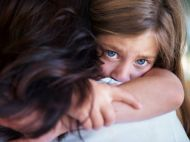 Caz socant in Hunedoara! Fetita de 6 ani supusa la perversiuni sexuale si FILMATA de copiii mai mari