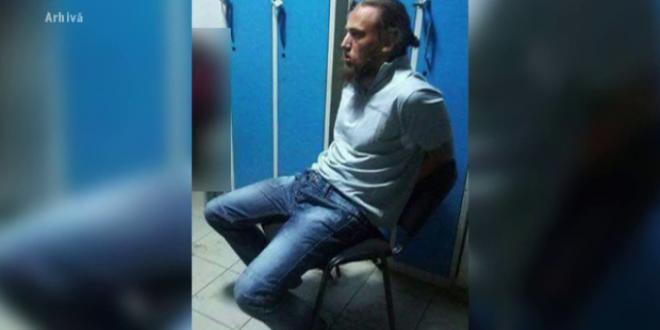 Mama barbatului care a omorat un politist in gara Suceava spune ca fiul ei a fost ucis dupa gratii