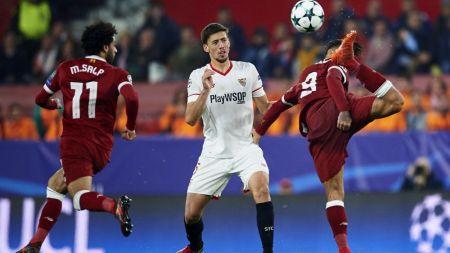 Adevaratul motiv pentru primul NO LOOK GOAL din UEFA Champions League! La ce se uita Firmino cand i-a inscris Sevillei :)