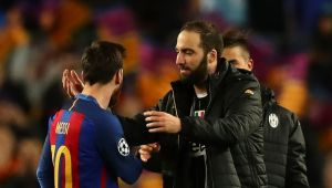 Messi a distrus MITUL formei fizice a lui Higuain :) Imaginea de senzatie postata dupa Juve - Barca