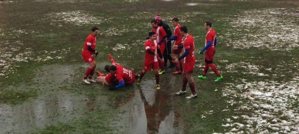 INCREDIBIL! Pe ce gazon s-a jucat azi in Romania un meci oficial