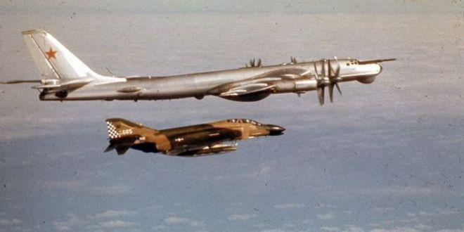 Cum se distrau pilotii americani si sovietici in timpul Razboiului Rece