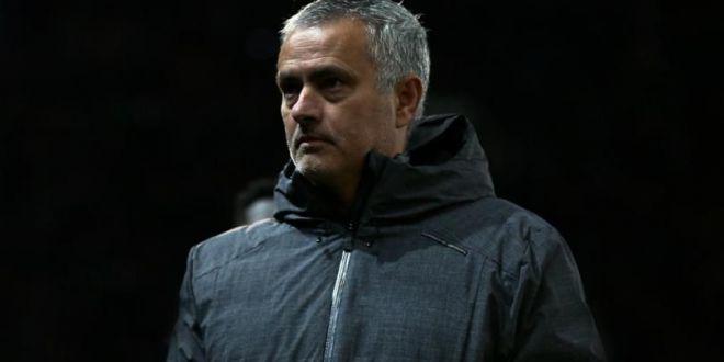 Mourinho, scandal in vestiarul lui City: jucatorii lui Guardiola au aruncat in el cu sticle cu apa si lapte