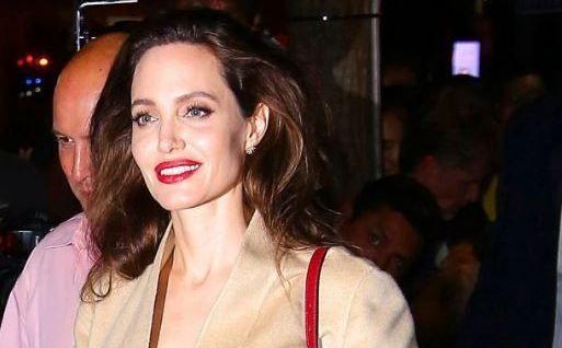 Primele fotografii cu Angelina Jolie dupa ce tabloidele au scris ca ar cantari doar 35 de kilograme. Cum arata