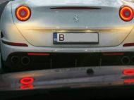 Imaginea s-a viralizat rapid! Cum a fost surprins soferul unui Ferrari din Bucuresti in plina iarna. FOTO
