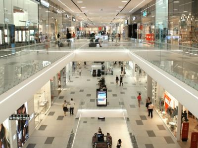 Cine este cel mai bogat om al Europei! Detine un magazin pe care il vezi in orice mall din Romania! TOP 5 cei mai bogati oameni ai lumii