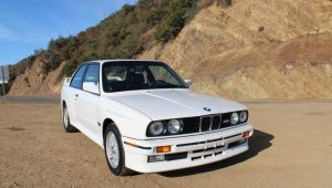 """Cel mai scump """"Ursulet"""" s-a vandut pentru o suma impresionanta! Cat a platit cumparatorul pe acest BMW M3 din '89"""