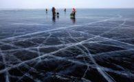 Cercetatorii sunt in alerta! Ce se intampla in cel mai adanc lac din lume