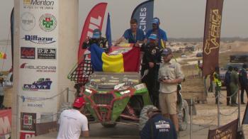 Steagul Romaniei, la Dakar! Primii romani care au trecut linia de sosire au fost primiti de Ambasada Romaniei din Senegal! VIDEO