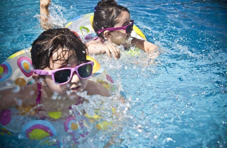 (P) Beneficiile jocului cu apă pentu copii