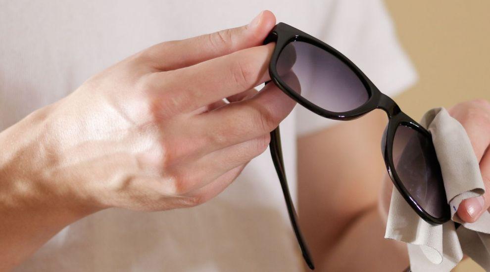 (P) 5 trucuri utile pentru curatarea si intretinerea ochelarilor de soare